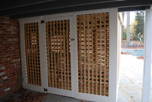 Cedar privacy lattice with Azek trim