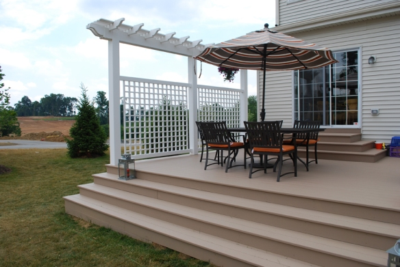 Vinyl privacy fence with decorative pergola top