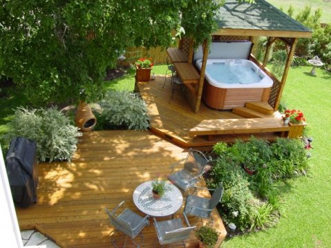 This hot tub deck has the added luxury of a bar