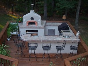 Custom Outdoor Kitchen with pizza oven